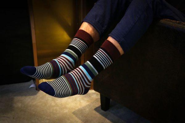 Строгие носки идеальны под деловой костюм