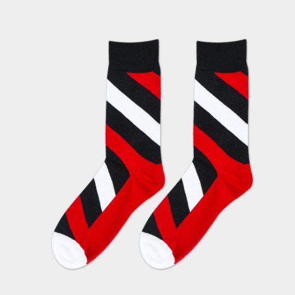 Красные носки с классической текстурой