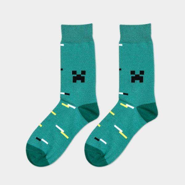 Монотонно зеленые носки болотного оттенка