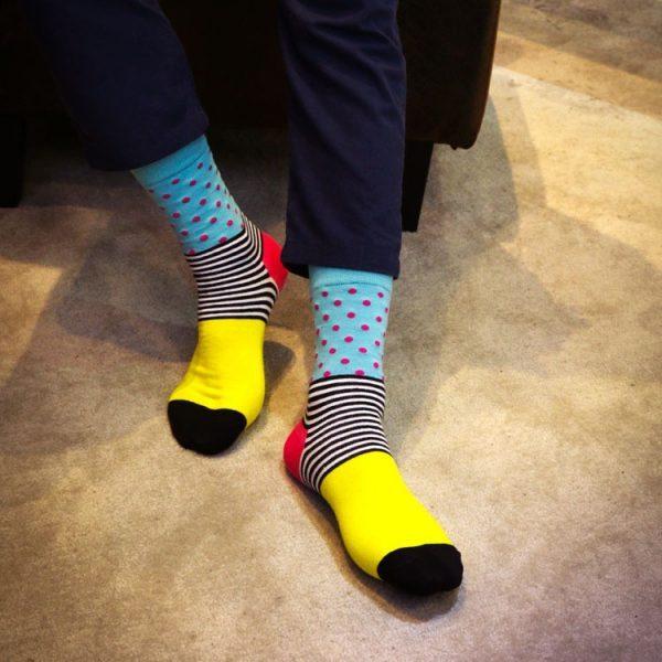 Цветные яркие носки в крапинку