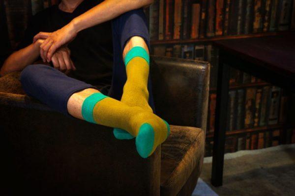 Монотонные носки горчичного цвета
