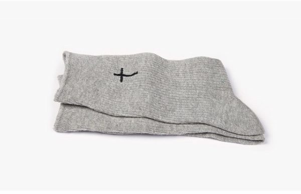 Одноцветные серые носки с крестом Ideasocks