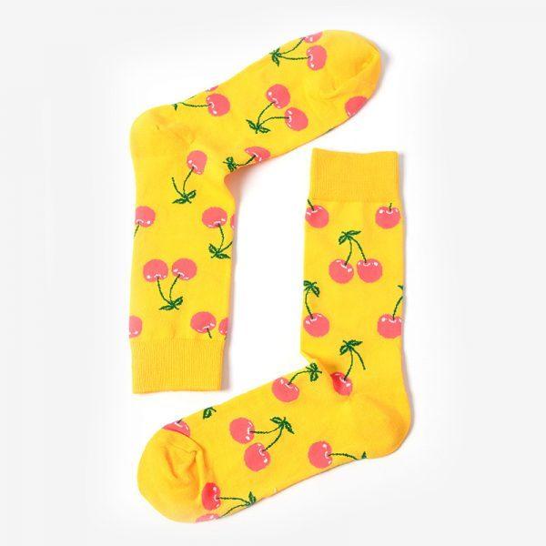 Желтые носки с вишнями