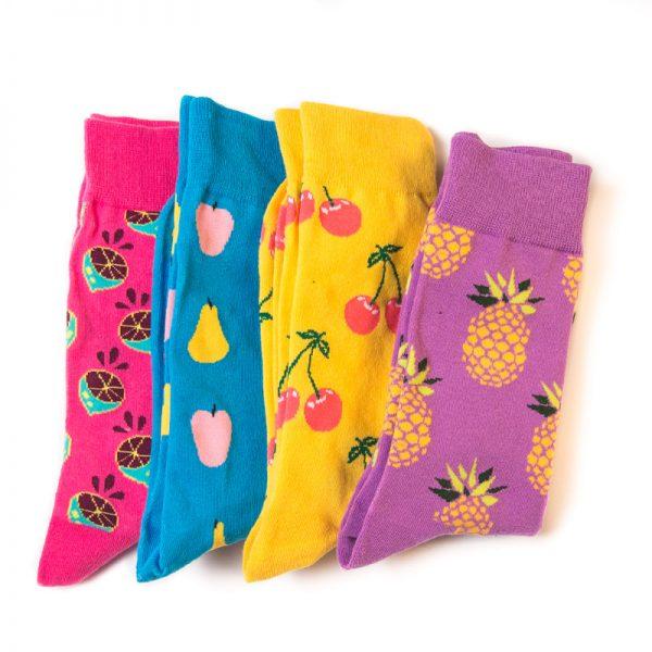 Черные носки с яблоками и грушами